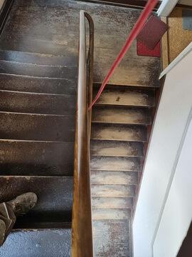 Abbildung 2 Treppenhaus unsaniert