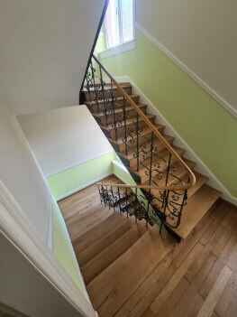 Abbildung Treppenhaus saniert