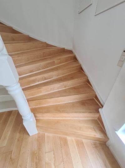 Treppe Ahorn saniert